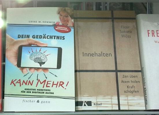 Buchhandlungs-Schaufenster mit Büchern